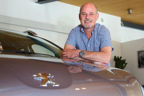 Gerhard Bertsch hat das Autohaus Peugeot Bertsch gegründet. Nun schließt er es nach erfolgreichen Jahrzehnten im Autogeschäft.VN/HB