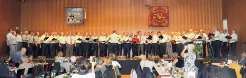 Gesamtchor der Teilnehmer aus Höchst, Gaißau, Rheineck, St. Margrethen und Thal im Pfarrsaal der Rheindeltagemeinde. Ajk