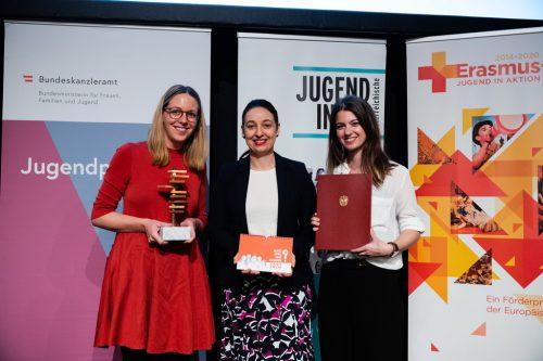 Geschäftsführerin Angelika Atzinger mit Jugendministerin Ines Stilling und Katharina Buhri, Projektleiterin bei Amazone.BKA/Christopher Dunker