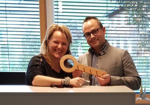 GF Bernd Schuster und Margit Vögel freuen sich über die neuen Büroräumlichkeiten.MO
