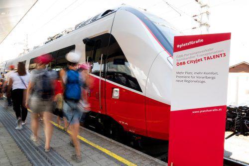 Großer Bahnhof für den Cityjet Talent 3. Der ganze Stolz im heimischen Nahverkehr kommt allerdings nicht in die Gänge. VN/Stiplovsek