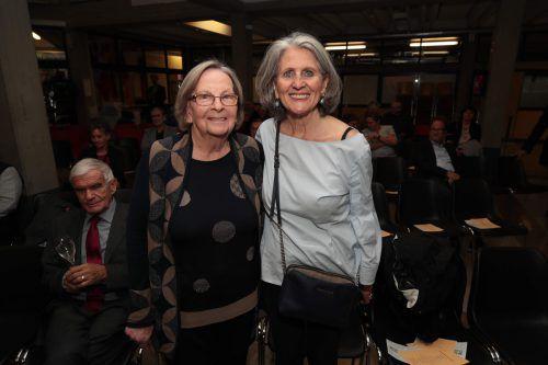 Helga Agerer und Monika Mathis-Summer.
