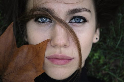 Herbst- und Winterzeit setzen nicht nur der Haut extrem zu, sondern auch den Augen. Sorgfalt ist daher angeraten. pexels