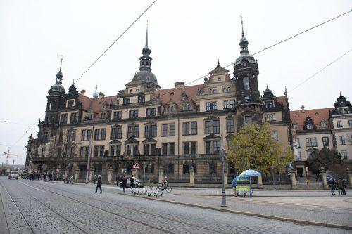 Im Residenzschloss in Dresden geht nach dem Raub die Spurensuche weiter. AP