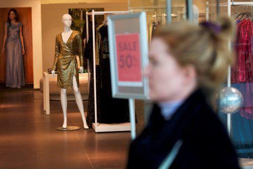 Im Schnitt steigen die Gehälter im Handel um 2,35 Prozent. Reuters