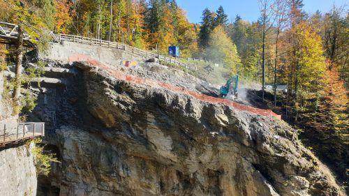 In den letzten Wochen wurde die Sprengung des Felsens im Vordergrund vorbereitet. STD