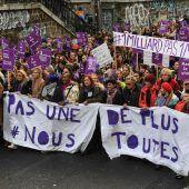 Zehntausende protestieren gegen Gewalt an Frauen
