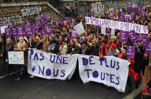 In Paris protestierten fast 50.000 Frauen. afp