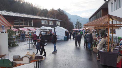 In Schlins wird am Samstag zum Adventmarkt geladen. CEG