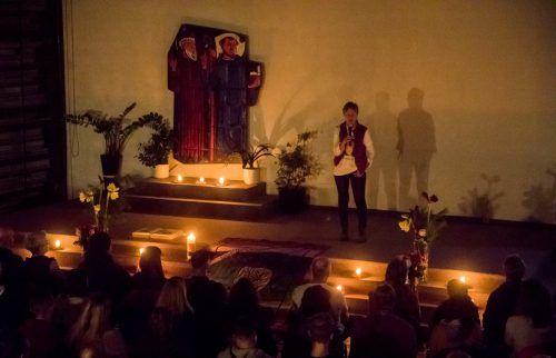 In St. Kolumban in Bregenz gedachten Hunderte Menschen des vor einem Jahr in Innsbruck verstorbenen Michi Perauer. VN/PAulitsch