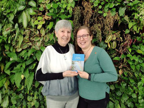 Irmtaud Kühnel und Tochter Vera Fechtig sind stolz auf ihr Werk. VN/MIH