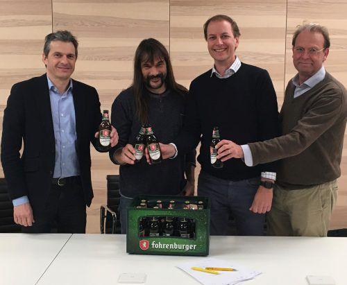 Jürgen Rauch (Rauch Fruchtsäfte), Wolfgang Sila (GF Fohrenburg Brauerei & s'Fäscht GmbH) stoßen mit Magne Setnes (Vorstandsvorsitzender der Brau Union AG/ Brau Union Österreich AG) und Luc van Haastrecht (Finanzvorstand Brau Union) an (v.l.n.r.).