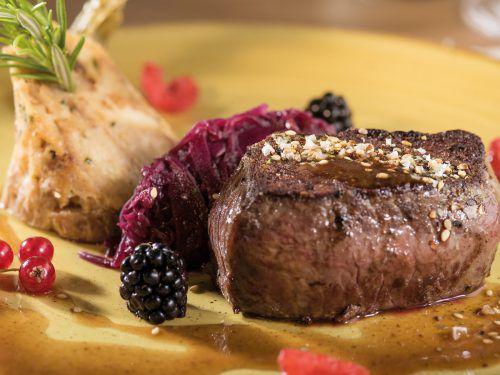 Kulinarische Schmankerl zum Thema Jage werden kredenzt. Hotel Valavier