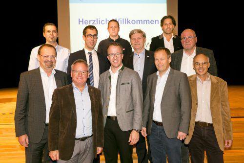 Landesrat Christian Gantner und Bürgermeister Rainer Siegele mit den Referenten der Fachtagung zum Thema Trinkwasser in Mäder. VLK