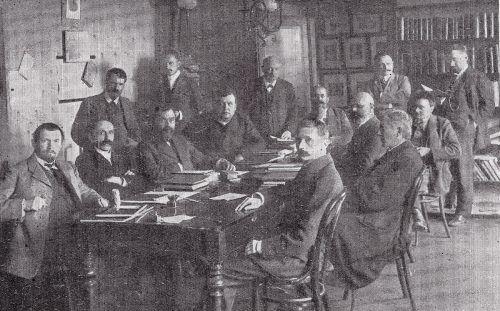 Lehrkörper des Bregenzer Gymnasiums im Jahr 1912. Vorne ganz links Prof. Colmano.