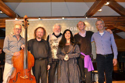 Majimaz boten neben sefardischen Liedern, Klezmer, arabischer und jiddischer Musik zahlreiche Eigenkompositionen.BI
