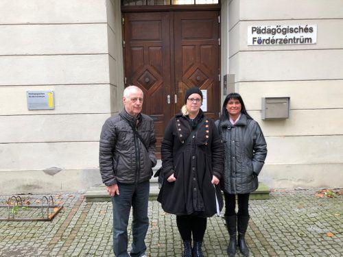 Manfred Peter, Sabine Erne und Obfrau Petra Rigo vom Elternverein des PFZ Feldkirch wollen eine komplette Auflösung der Einrichtung verhindern.VN/Schweigkofler