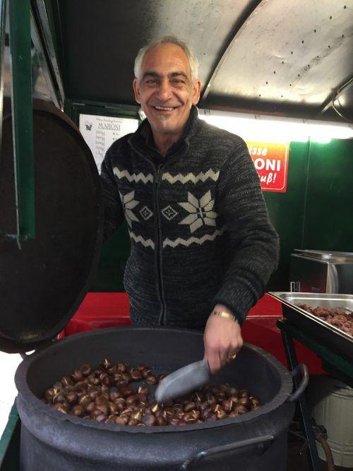 Maroniverkäufer Nebo ist für viele Dornbirner ein alter Bekannter.kum