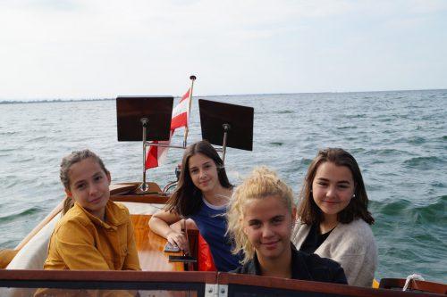 """Mit erneuerbarer Energie unterwegs im Boot namens """"Autonom"""".erh"""