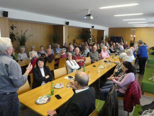 Mit profundem Wissen und einer gehörigen Portion Humor gab es einen Vortrag über Arthrose und Arthritis.seniorenbund koblach
