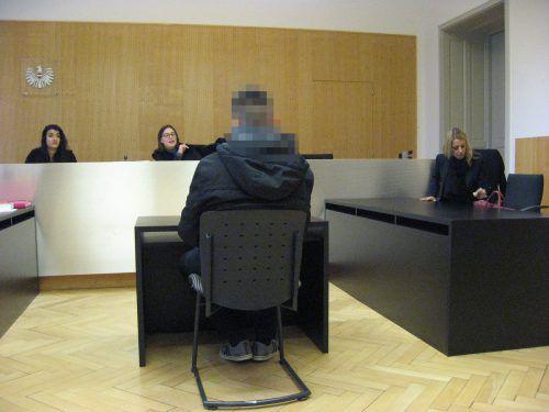 Nach einer verhängten Zusatzstrafe wurde der 20-Jährige bei einer zweiten Verhandlung zu insgesamt zwölf Monaten Haft verurteilt. eckert