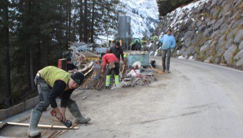 """Nicht nur an der L 200 in Müselbach, auch an der L 193 in Damüls (Bild) sollen die Baustellen rechtzeitig vor der Skisaison fertiggestellt sein. Batlogg: """"Nicht am 11. 11., sondern am 12. 12. werden wir fertig."""" STRAUSS"""