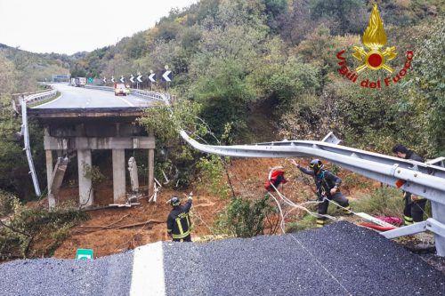 Opfersuche nach dem Einsturz eines Autobahnviadukts bei Savona. AFP/Vigili del Fuoco