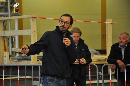 Projektleiter Markus Mähr – hier beim Erklären des Rhesi-Modells in Dornbirn – erläutert: Sand und Kies werden künftig bei Rüthi und Diepoldsau entnommen.lcf