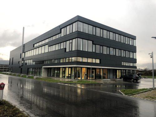 Die Liegenschaft im Rankweiler Betriebsgebiet Römergrund gehört der Regös AG in Dornbirn. Diese ist der Eigentümerfamilie Rentschler zuzurechnen. VN/GMS