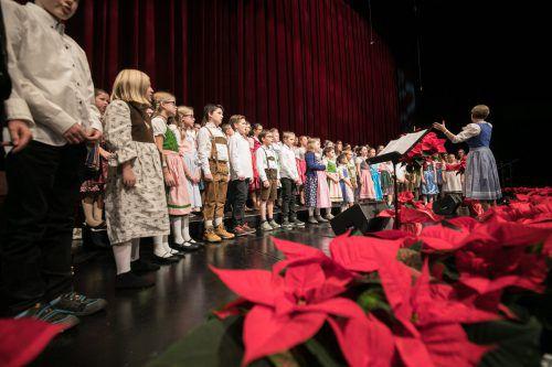"""Schon einmal begeisterten Kinder auf einer """"Ma hilft""""-Gala. Das war 2017 der Landeskinderchor unter Leitung von Birgit Plankel. VN/sams"""