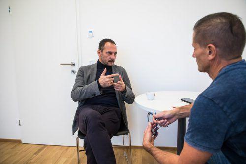 SCRA-Sportdirektor Christian Möckel (links) im Gespräch mit VN-Sportchef Christian Adam.Steurer
