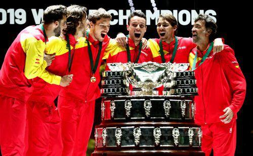 Spaniens Davis-Cup-Team feiert seinen Triumph in Madrid. Für die Iberer ist es der sechste Gewinn der Trophäe in der Historie des Davis Cups. Ap