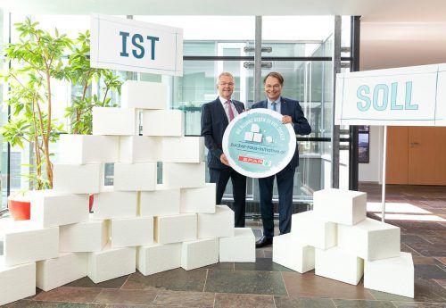 Spar-Chef Gerhard Drexel (r.) und Ernährungsexperte Friedrich Hoppichler zeigen, wohin die süße Reise gehen soll, nämlich vom Ist zum Soll.spar/trifft