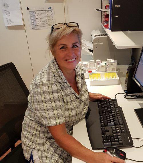 Tina Muther ist mit Leidenschaft und viel Empathie im Pflegebereich tätig. BI