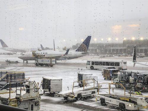 Über 400 Flüge wurden in Chicago wegen Schneefalls gestrichen. Ap