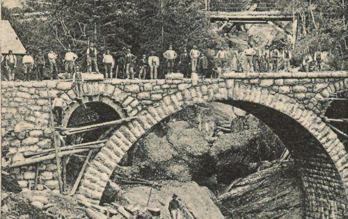 Um 1904 wurde die erste Wirtatobelbrücke fertiggestellt.