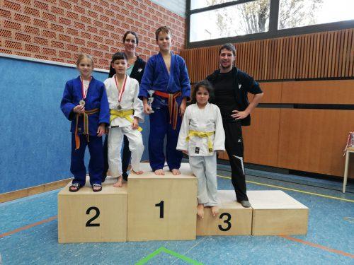 Unsere Kämpfer mit den Trainern Doris und Gernot.union judoclub hohenems