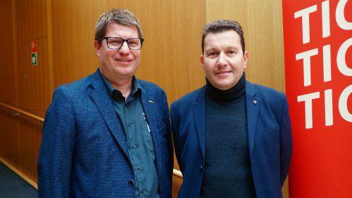 Unter den Besuchern: Jürgen Tschenett und Gerald Illigen.