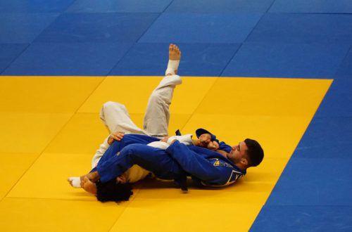 Vache Adamyan (l.) feierte vier Ippon-Siege beim Steinbock-Cup, und Anna-Lena Schuchter gewann zwei ihrer vier Kämpfe. Judoverband