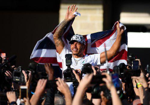 Weltmeister Lewis Hamilton bekommt vomFeiern nicht genug. ap