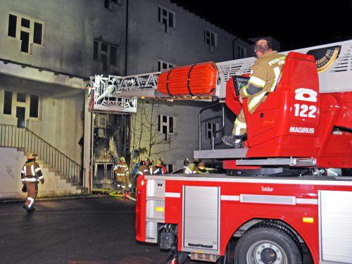 Wieder ein Löscheinsatz der Feuerwehr Hard bei einem Containerbrand. AJK