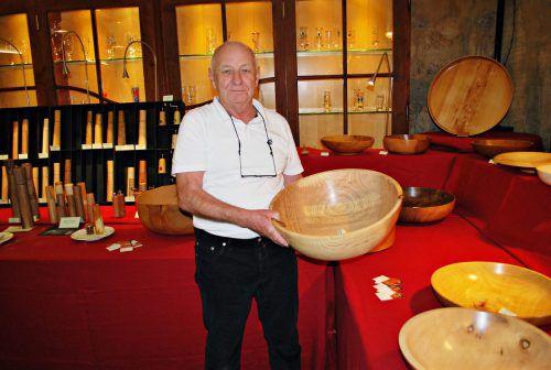 Wolfgang Waibel zeigte kunstvoll gedrechseltes Holz.