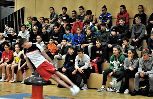 Zahlreiche Schüler verfolgten die Präsentationen der Sportgymnasiasten in der Messehalle.emu