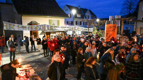 """Aktion """"uns reicht's"""" hatte am frühen Sonntagabend in Hohenems zur vorläufig letzten Sonntagsdemo geladen. VN/Lerch"""