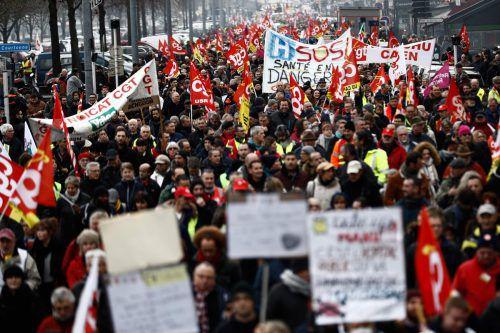 Allein in der Hauptstadt Paris folgten am Dienstag Tausende dem Aufruf der Gewerkschaften. AFP