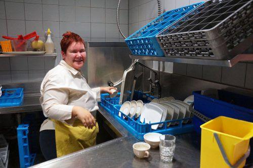 Anna Fetz ist glücklich in ihrem Job. Sie fühlt sich anerkannt und verdient außerdem eigenes Geld auf Basis eines regulären Lohns.lebenshilfe