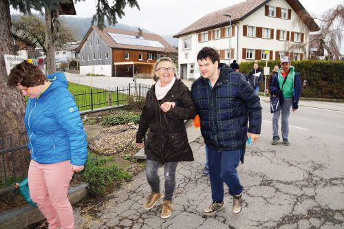 Anni Kühne holt Denis Gavran gerne von der Bushaltestelle ab. Lh