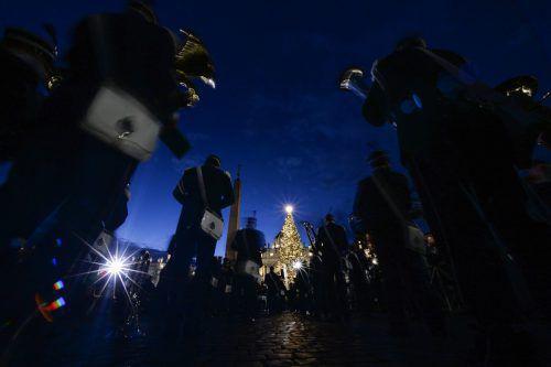 Auf dem Petersplatz steht seit 1982 jedes Jahr ein Weihnachtsbaum.APA