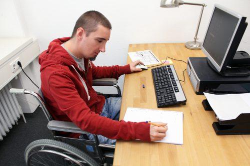 Bei Einstellung eines Menschen mit Handicap müssen auch die infrastrukturellen Voraussetzungen in einem Betrieb geschaffen werden.adobe stock