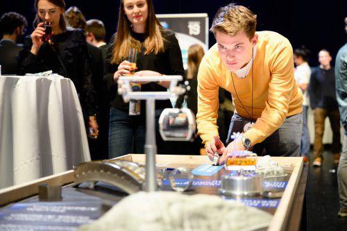 Beim 8. Chancenland Vorarlberg Netzwerktreffen in der Werkstattbühne Bregenz trafen sich Vertreter von 25 Unternehmen und rund 170 Vorarlberger Technik- und Wirtschaftsstudierende unterschiedlichster Studienrichtungen und -orte. rhomberg